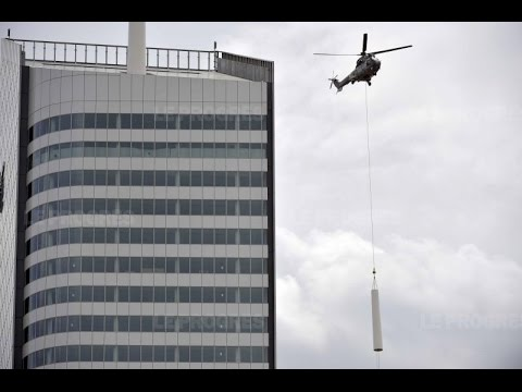 Installation of the Incity tower spire by helicopter