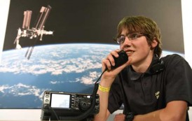 AAUSAT5 communicates with students on Earth