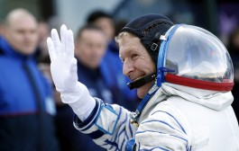 KG5BVI – Timothy Peake, British Astronaut, Dials Wrong Number From Space