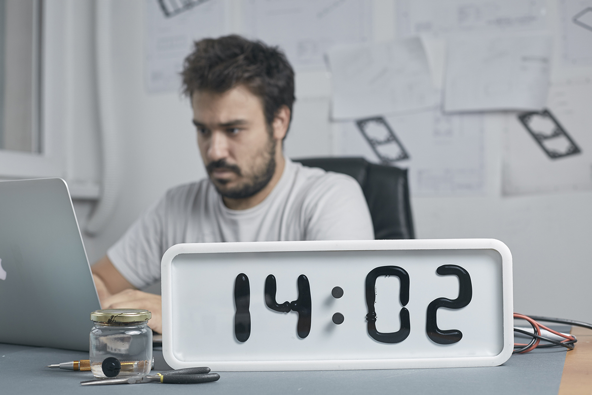 Digital Clock Makes Time Flow, Literally