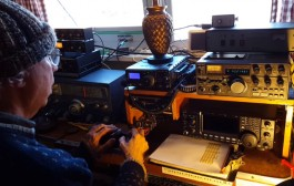 Satellite communication with Morse code and tracking antennas – demo by Lee, K1VZI