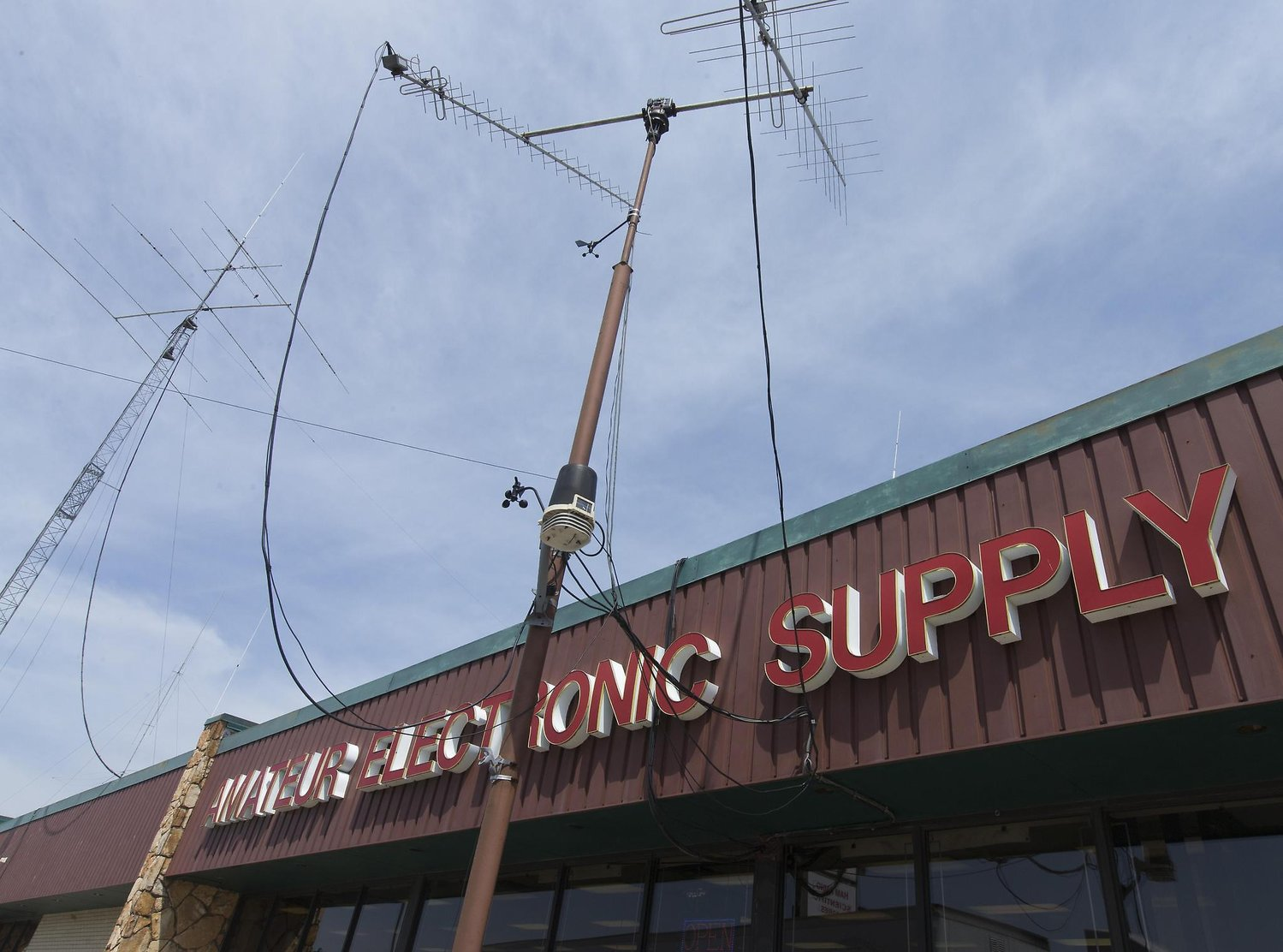 Amateur Electronic Supply Signs Off