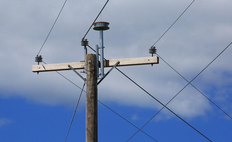 AT&T tries broadband over power lines again