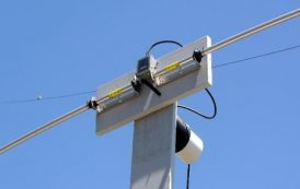 Jim W6LG Uses A Short Dipole To Demonstrate How A Dipole Functions